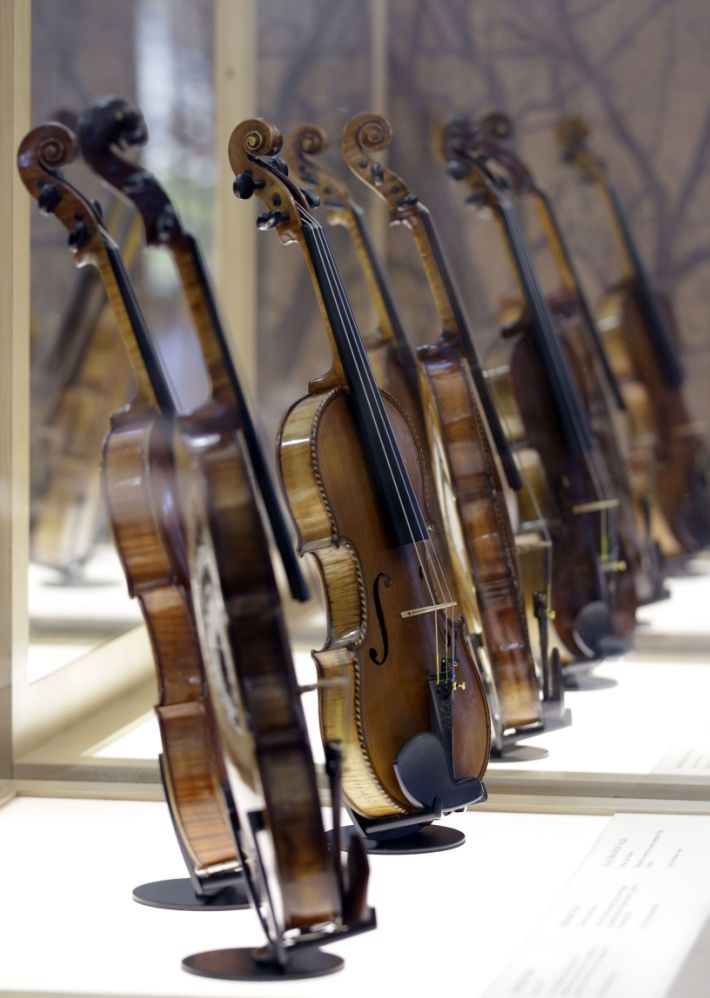 essay about playing violin Violin music and art, the feelings that go through a person while the music of mozart and beethoven are playing, are indescribable listening to music can take a person away to a different era.