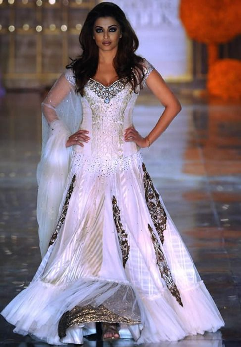 Aishwarya rai in manish malhotra for Aishwarya rai in her wedding dress