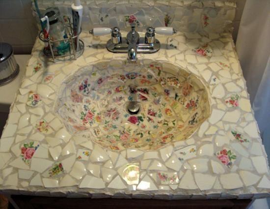 Hermosos lavabos decorados en mosaico ya sean que estén en desuso ...