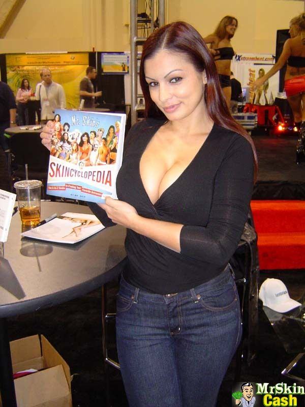 Aria Giovanni - a collection of SFW candids : Photo