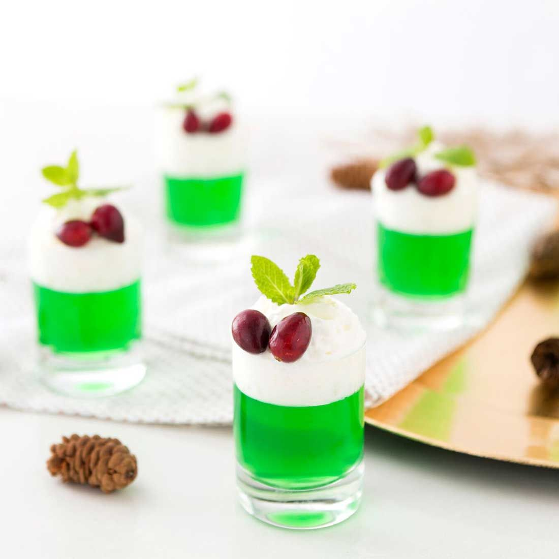 Celebrate The Holidays With Festive Mistletoe Jello Shots