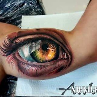 Stunning hyperrealistic eye