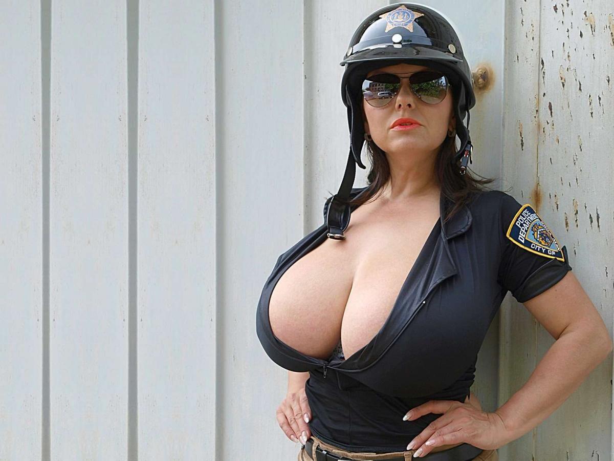 Hot girl cambiarse de ropa en el coche bikini aka tanga