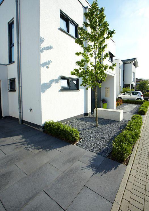 Umbriano-Zufahrt-2178-0759.jpg (525×740) – #grau #UmbrianoZufahrt | Eingangsbereich Haus
