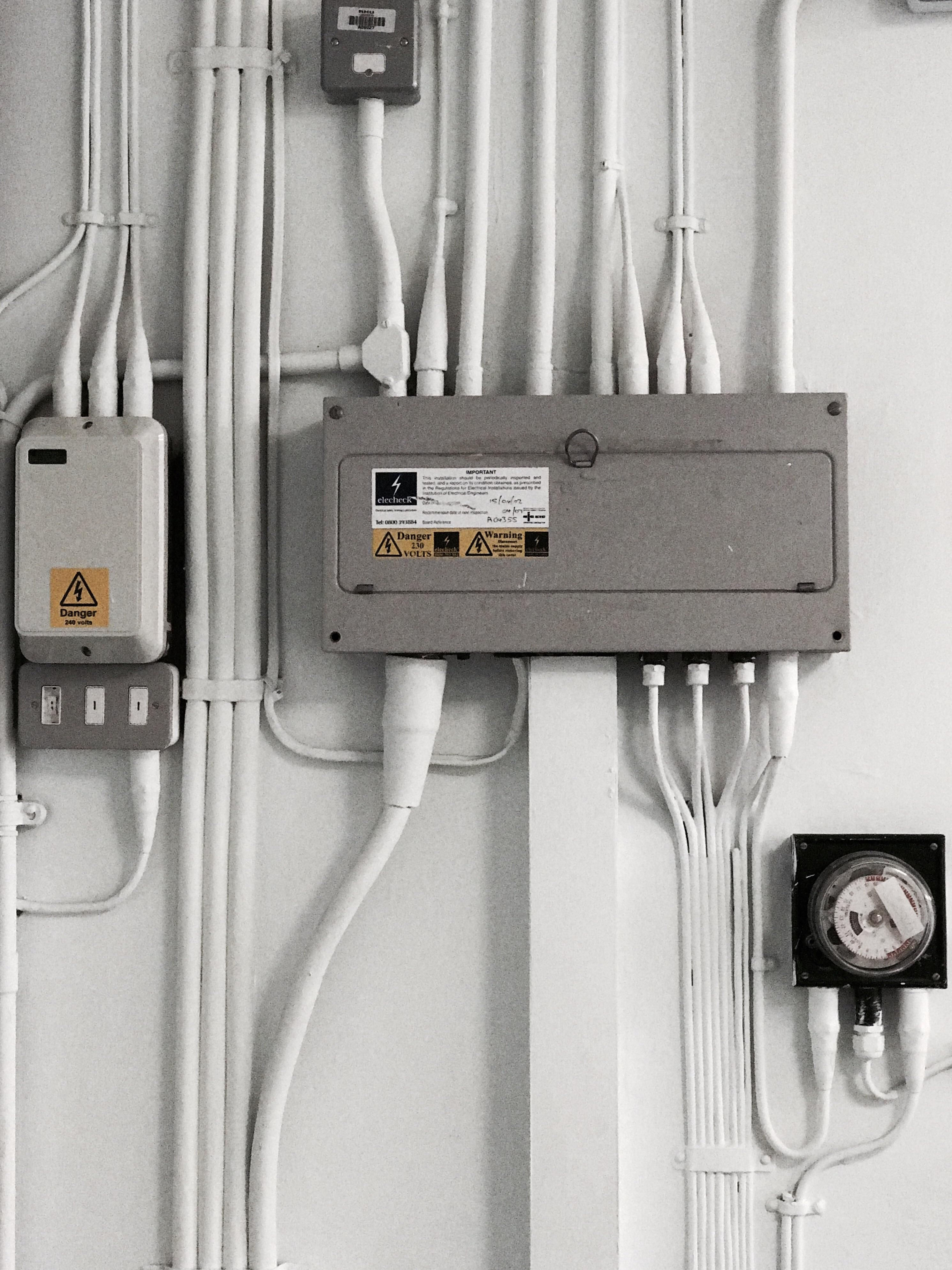 A Hidden Corner In My Uni Cable And Wires Pinterest 230 Volt Home Wiring Cabo Electrical