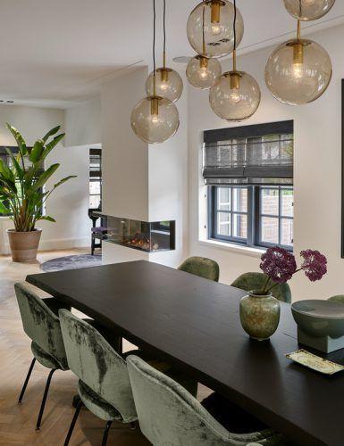 Chic schwarz und wei wohnzimmer interieur moderne for Designerleuchten esszimmer