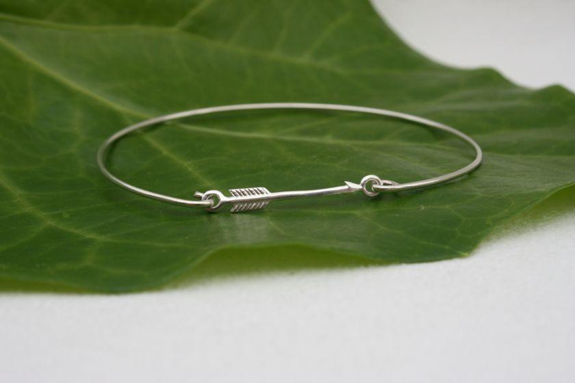 Très joli jonc en argent ! Bracelet Jonc Flèche - Argent 925/Collection Esprit du Far West - perles de lin