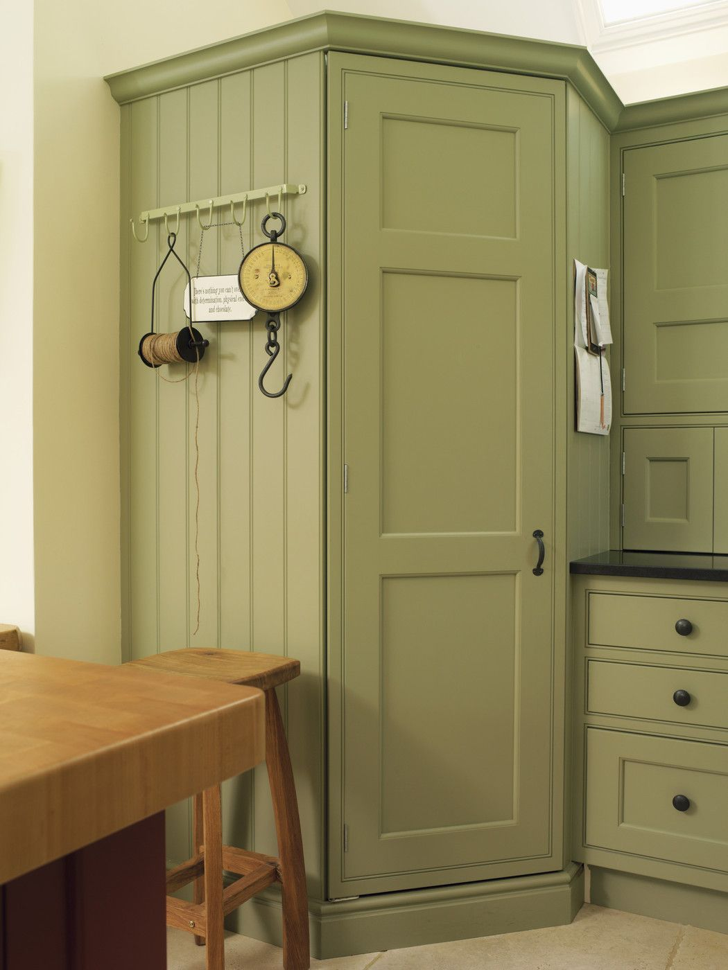 I Wouldn T Do Green But Love The Long Cujpboard Kitchen