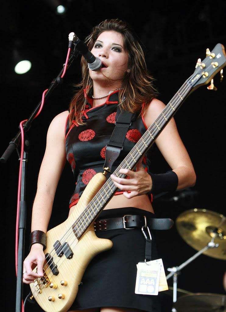 hot female guitar players
