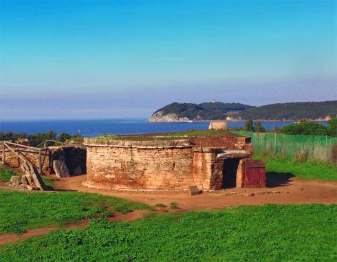 tombe etrusche a Populonia