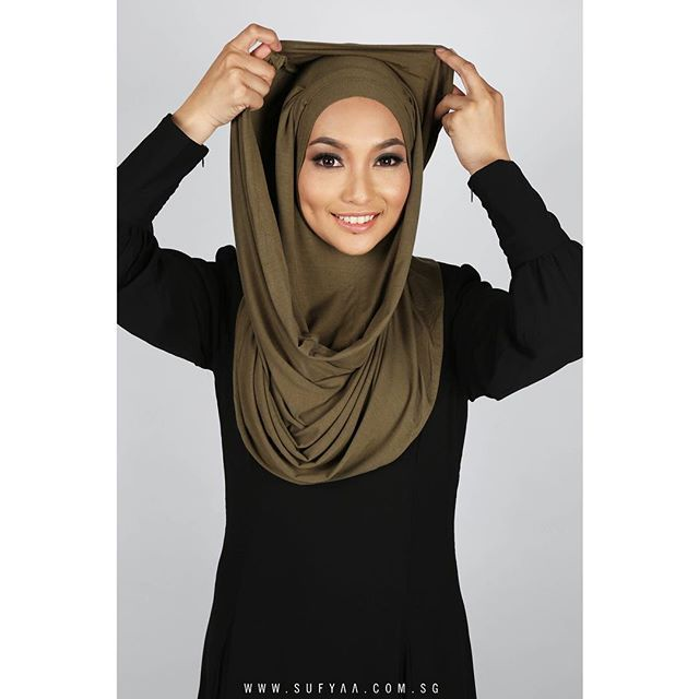 -SUFYAA SHEYLA, LAVENDER-  We take one of our classic instant shawls, IXORA and updated it with intricate pleat detailing. Made from our trademark soft cotton, this sheyla is our current daily fav and we are definite it will be yours too!  Available now online in Navy, Black, Dusky Pink, Teal, Olive Green, Ash Grey & Dark Brown. #sufyaasheyla #sufyaa #chichijab #hijab #shawl  Model: @iffah_izzati  MUA: @izzahhafiyah  Photo: @smellofsilence
