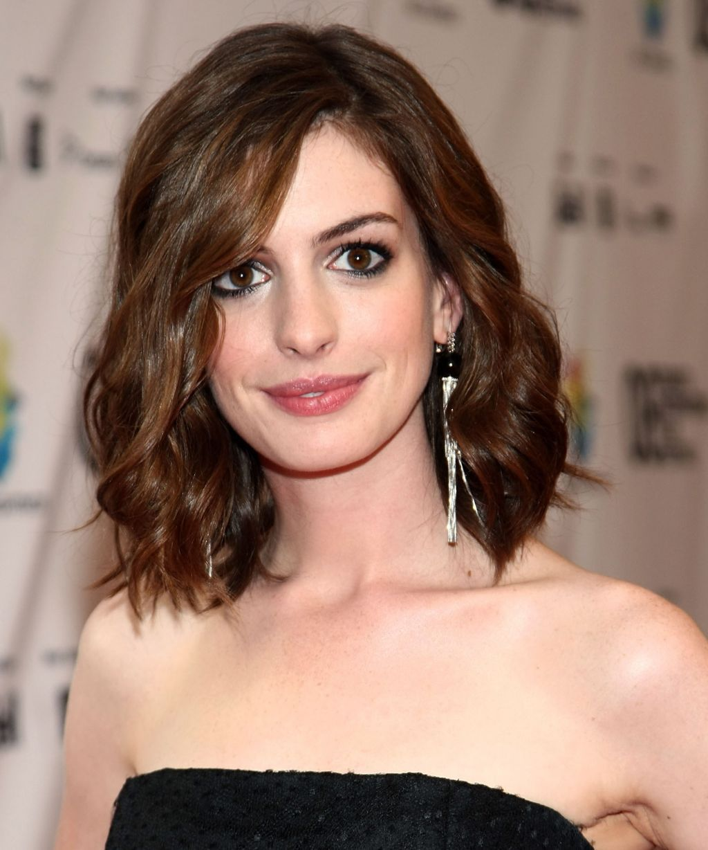 You Won T Believe How Much Anne Hathaway Has Changed Anne Hathaway Hair Anne Hathaway Blonde Anne Hathaway Haircut