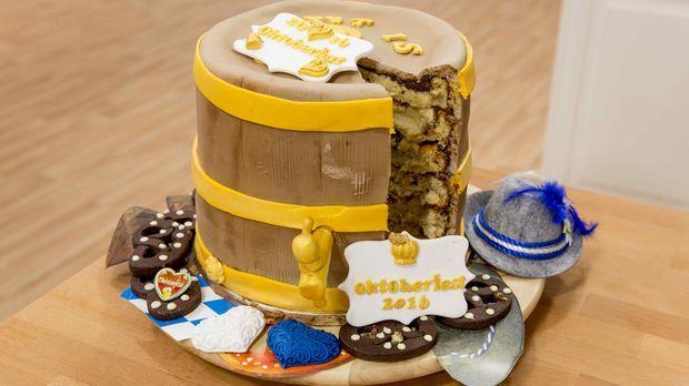 """""""O zapft is""""! Es kommt eine Bananen-Weizenbier Torte mit Erdnussbuttercreme und Zartbitter-Ganache auf den Tisch."""