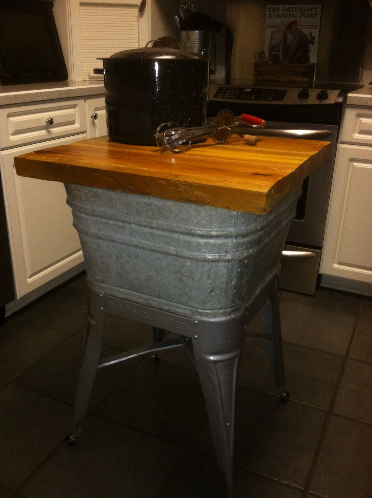 Old Galvanized Wash Tub Turned Repurposed Into Kitchen Island I Ve Used Mine As A Microwave Stand In My Country Kit Primitive Kitchen Rustic Kitchen Wash Tubs