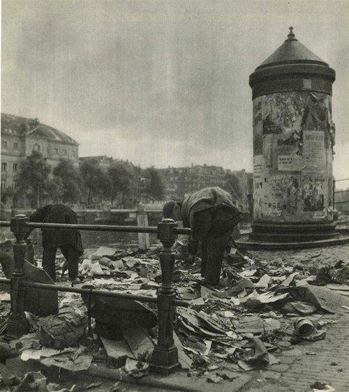 """Emmy Andriesse """"Amsterdam - Het Eind"""". 1944-1945"""