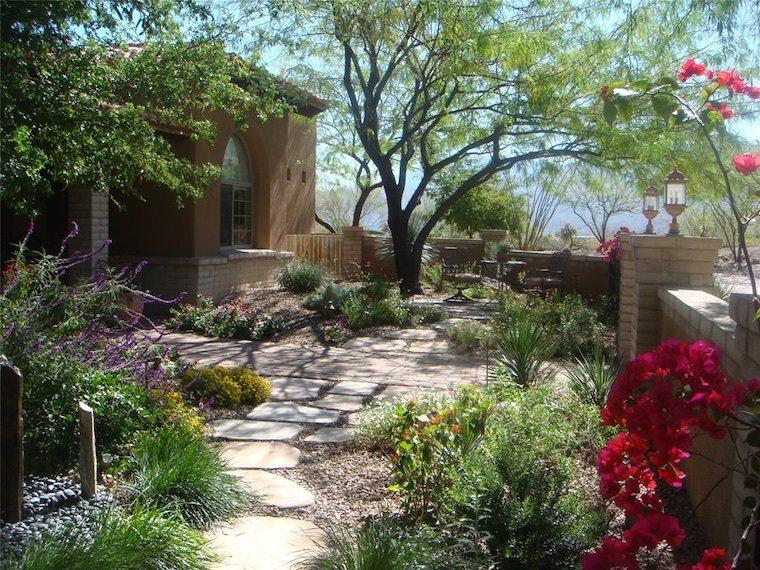 40 Stunning Stepping Stone Walkways And Garden Path Ideas Arizona Backyard Landscaping Courtyard Landscaping Backyard Landscaping Designs