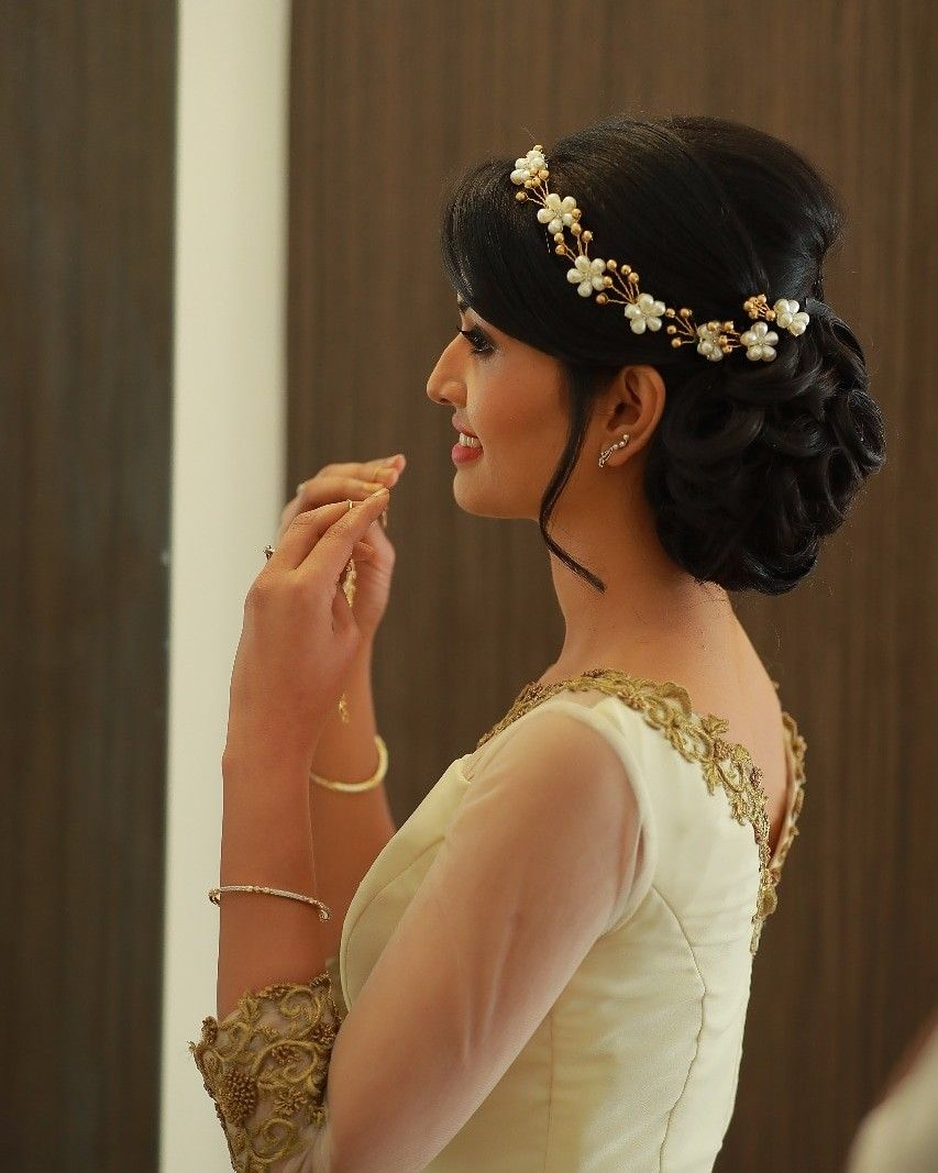 Pin By Le Beaute On Hair Styles Bridal Hairstyle Indian Wedding Bridal Hair Buns Indian Bridal Hairstyles