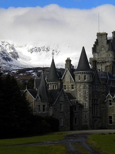highlands castle loch laggan scotland scotland castle