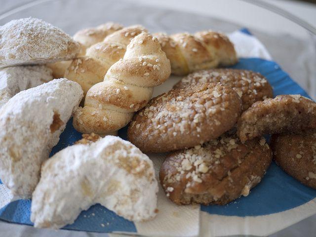 Greek Cookies In 2019 Greek Recipes Greek Cookies Greek