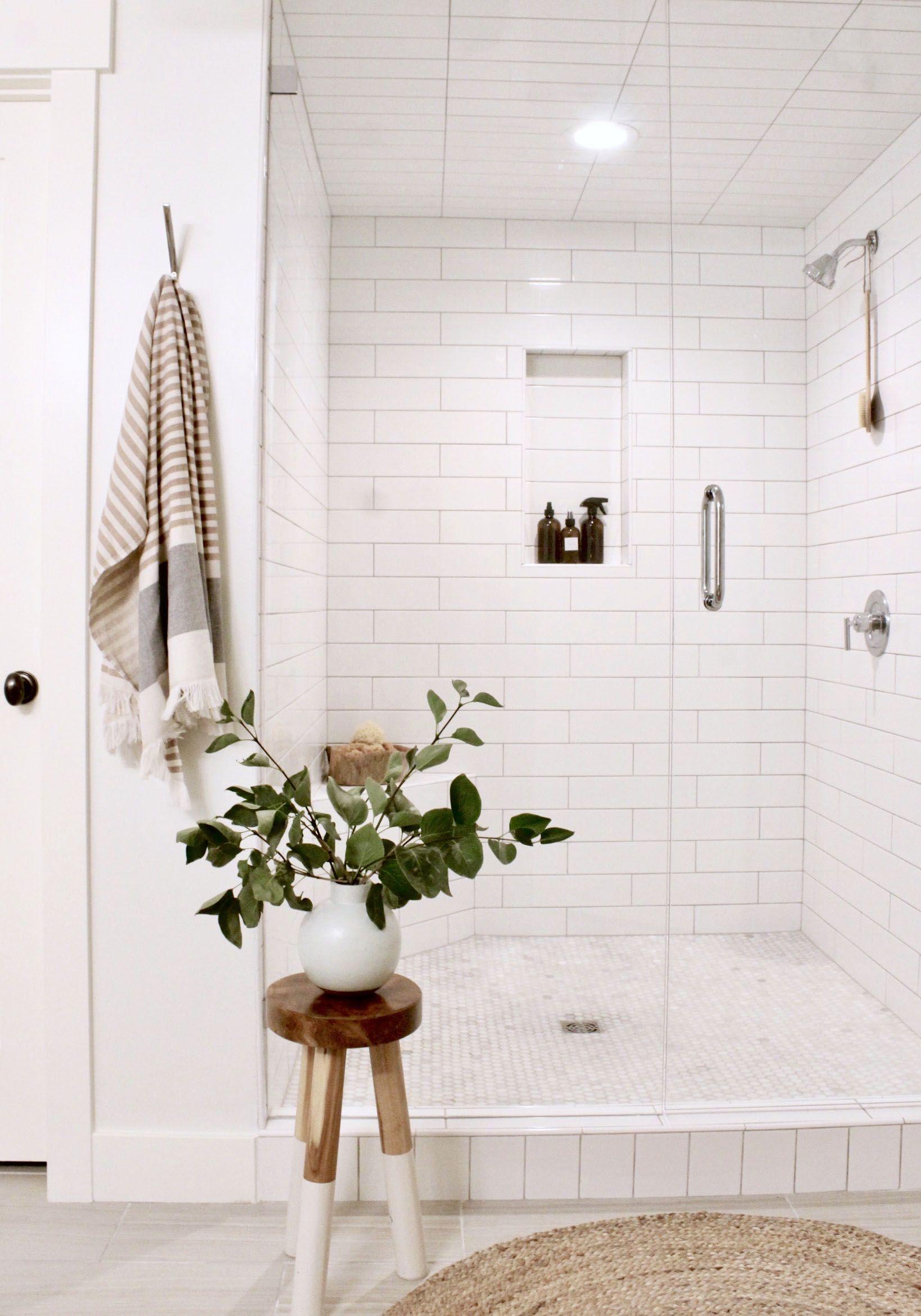 Photo of Weiße Fliesenkombination, die wir für das Hauptbadezimmer in Betracht ziehen. Was auch immer wir zusammenarbeiten …