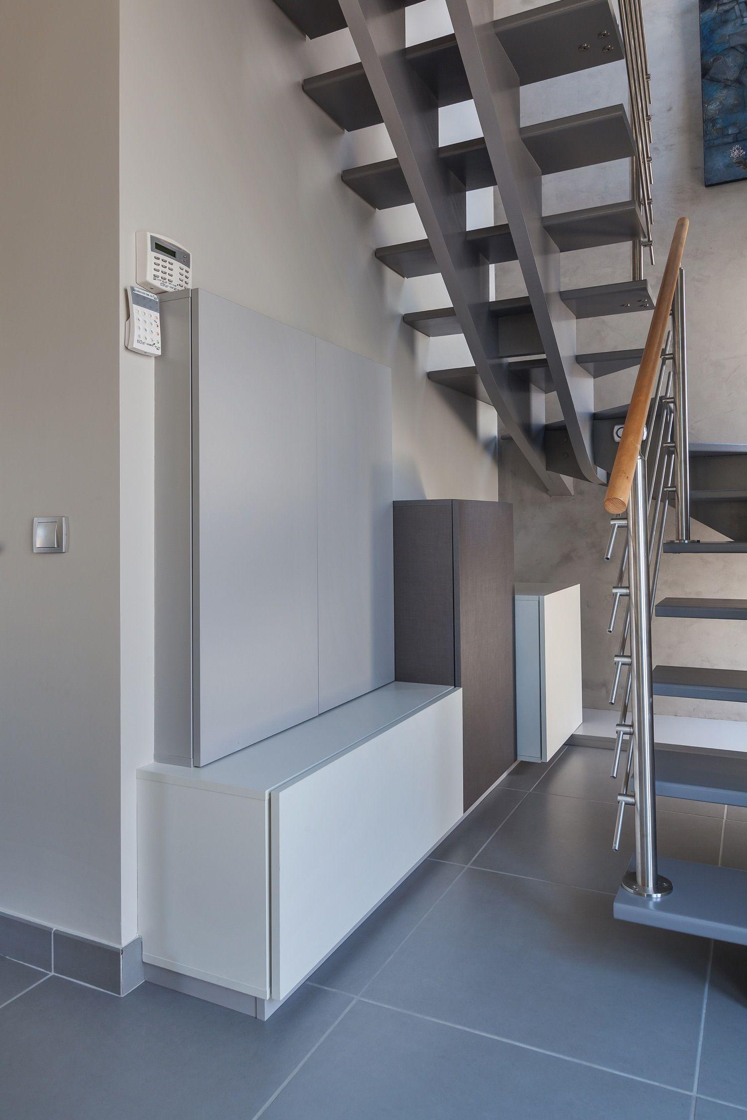 placards sur mesure sous escalier l ments. Black Bedroom Furniture Sets. Home Design Ideas