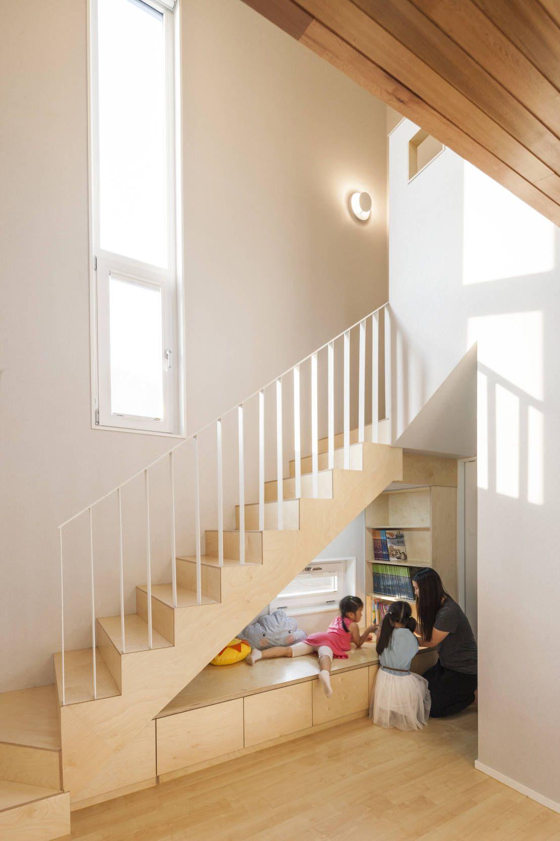 작은 집의 좁은 복도를 알차게 활용하는 방법. Rund Ums HausRundeHaus InnenräumeKleine Häuser Geländer