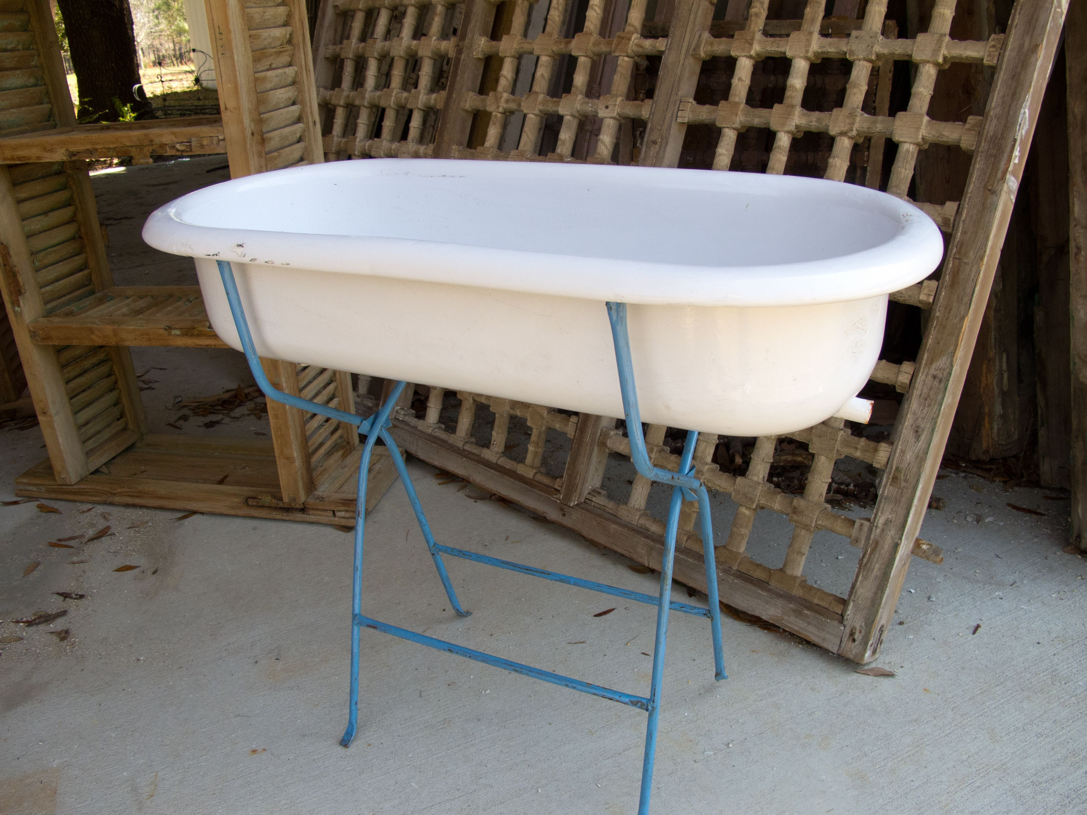 Antique baby bathtub - so many places to use these!! Perfect for ...