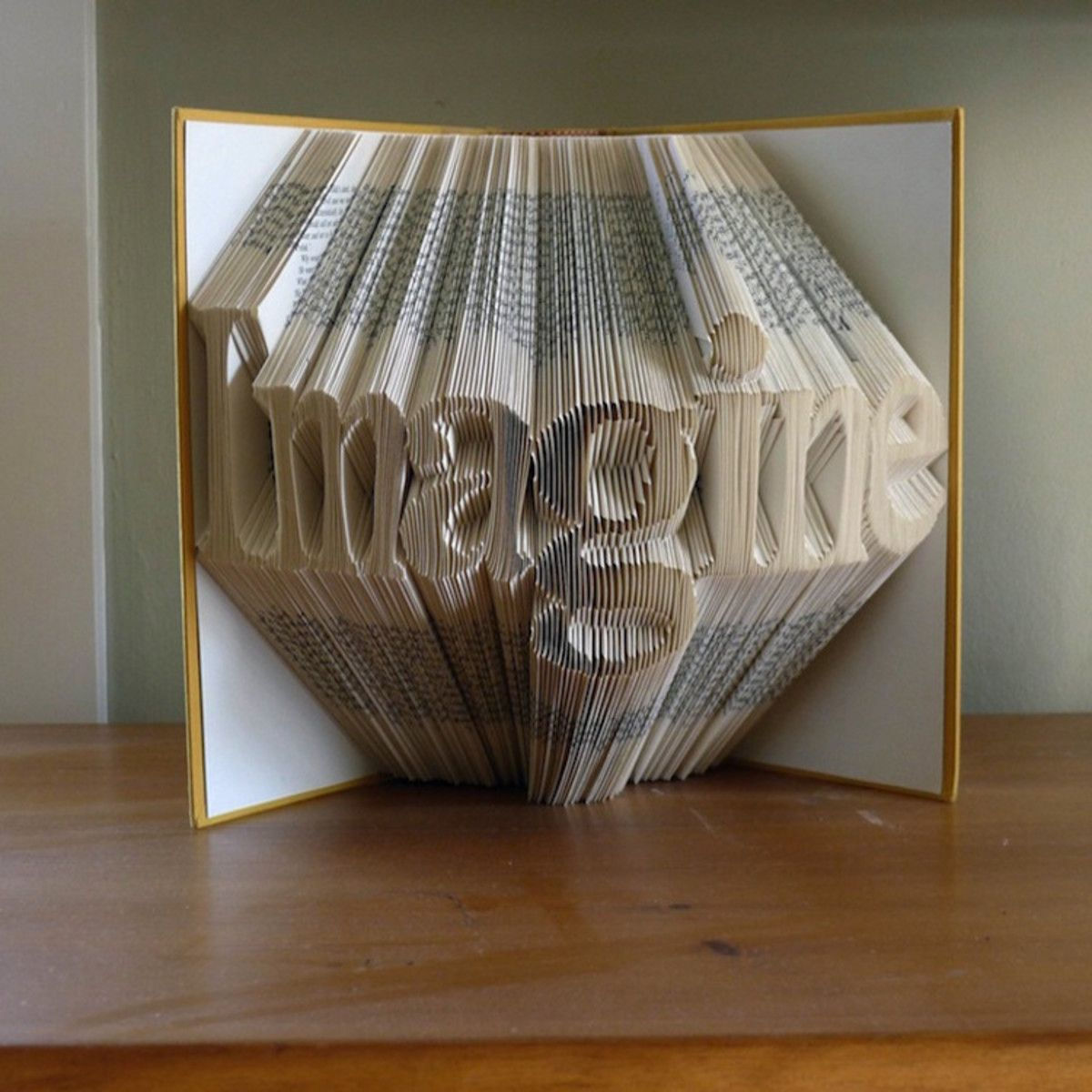 18 Unreal Artworks All Made From Dusty Old Books - UltraLinx