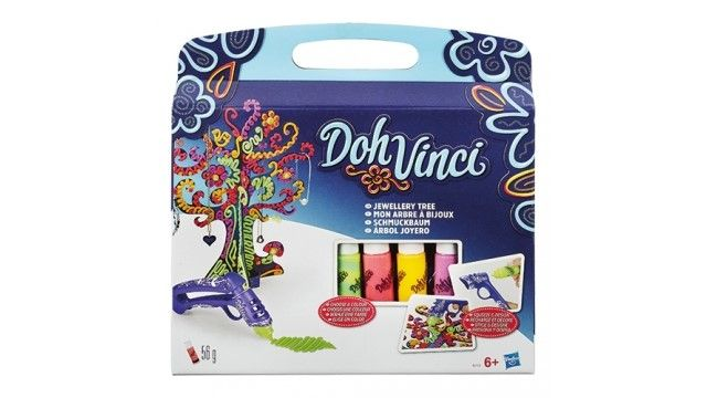 DohVinci Juwelenboom  Aan de DohVinci juwelenboom kun je je sieraden hangen. Zo heb je niet alleen alles netjes bij elkaar het is ook nog eens een sieraad voor je kamer. Je kunt de sieradenboom versieren zoals jij dat wilt met DohVinci. Versier deze sieradenboom in stevige kleurige 3D lijnen met de inbegrepen Styler en de helder gekleurde Deco Pop tubes. Voeg coole draai-effecten toe met de inbegrepen multi-color Blendables tube! En als je functionele meesterwerk klaar is hang je hem vol met…