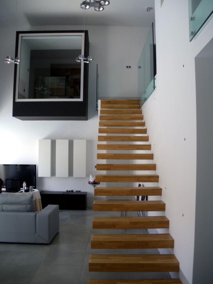 Decoracion moderno sala de estar escalera lamparas - Muebles en escalera ...
