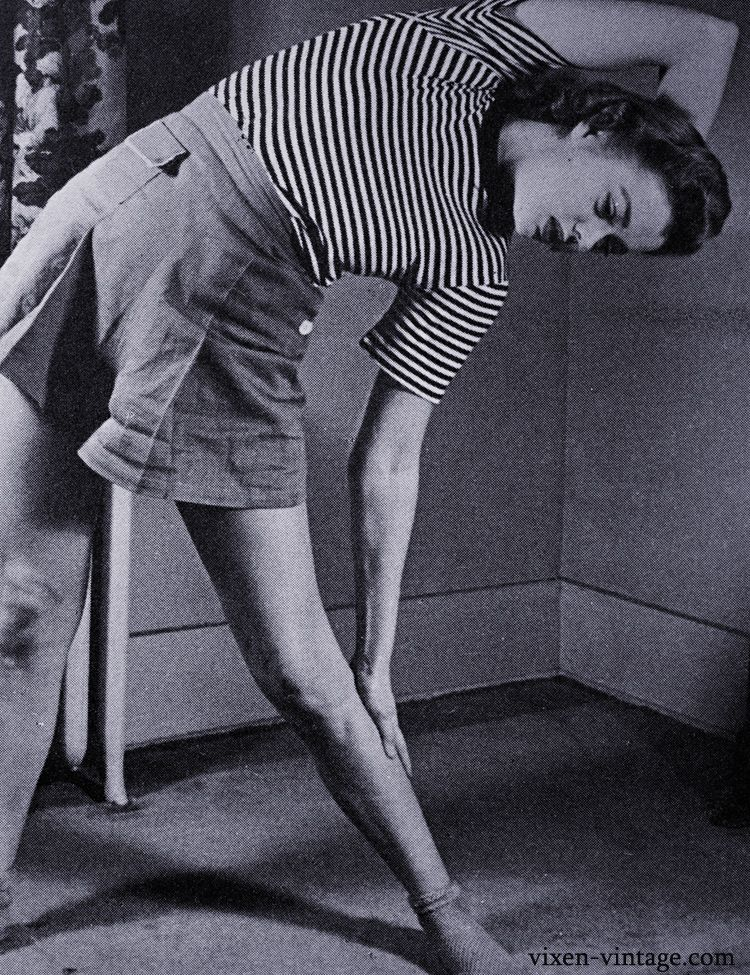 1943 Workout, from @Solanah Cornell at Vixen Vintage. I love the patch pocket on her shorts - I need to do this!
