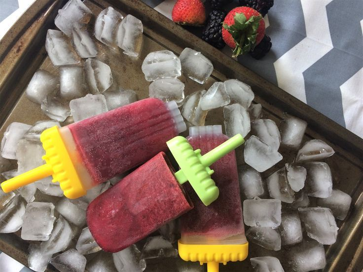 Easy Berry Limeade Popsicles by Ms. A - The Kitchen Docs #easyrecipe #limeade #popsicles #fruits #summer