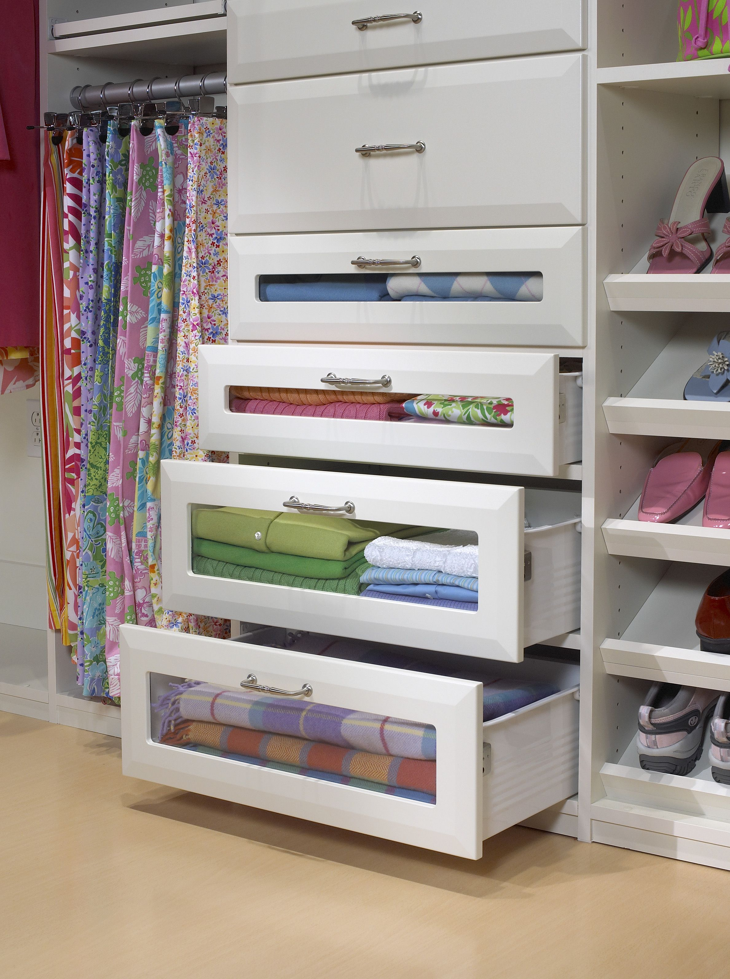 Etonnant Saint Louis Closet Co. Offers A Variety Of Profiles For Doors And Drawers.  Glass Front Drawers To See All Your Stuff!