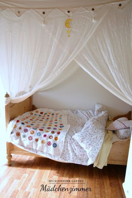 kinderzimmer nostalgisch antikes bett tanne baldachin moskitonetz betthimmel mokito baumwolle. Black Bedroom Furniture Sets. Home Design Ideas