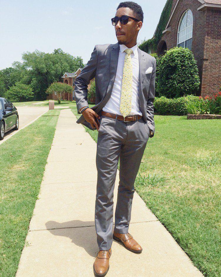 Costume gris chemise et cravate comment les associer l 39 un l 39 autre costume gris cravates - Costume gris chaussure marron ...