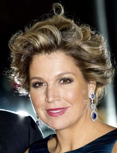 Maxima's best colors - Cool and neutral highlights together with her fuchsia lipstick match well.