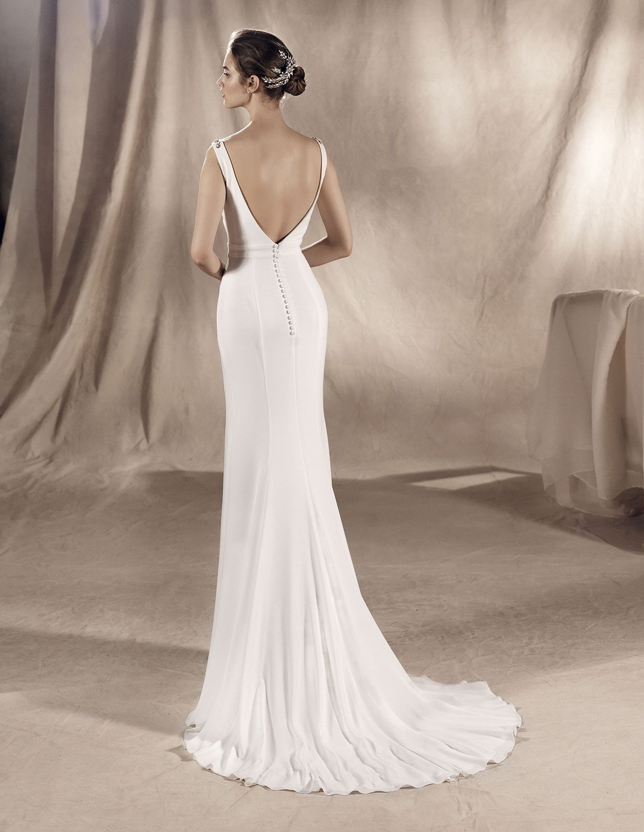 Suria Abito Sposa Scollatura A Punta Wedding Dresses Dresses Pronovias Wedding Dress [ 1700 x 1316 Pixel ]