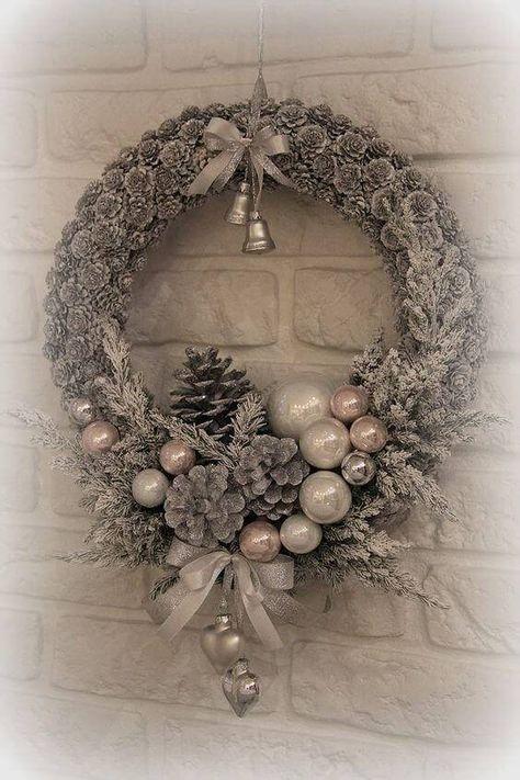 begr t den advent mit einem kranz an der t r weihnachtskranz basteln weihnachten pinterest. Black Bedroom Furniture Sets. Home Design Ideas