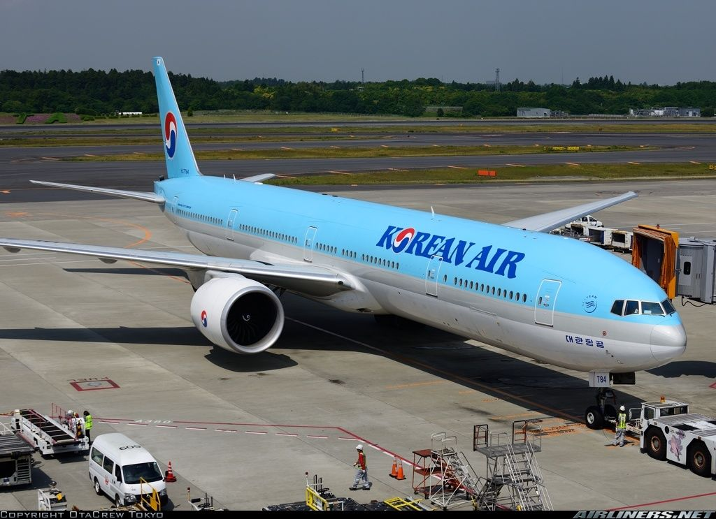 Photos Boeing 7773B5/ER Aircraft Pictures Airliners