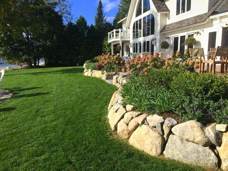 kleine trockenmauer mit pflanzen f r den vorgarten. Black Bedroom Furniture Sets. Home Design Ideas