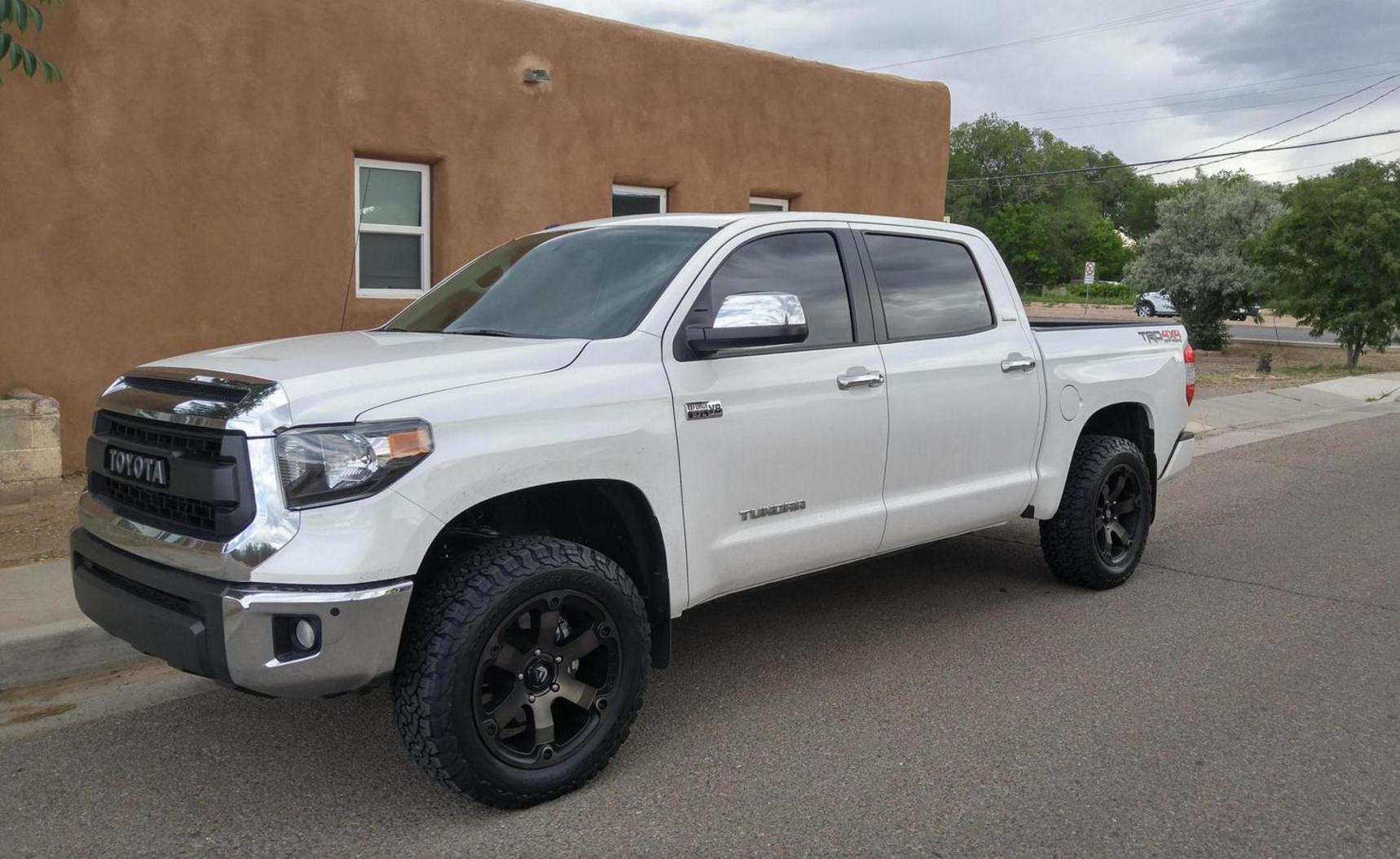 2015 tundra with 3 inch leveling kit and 285 75 18 wheels with bushwacker wheel flares 2015 toyota tundra pinterest wheels toyota tundra and toyota