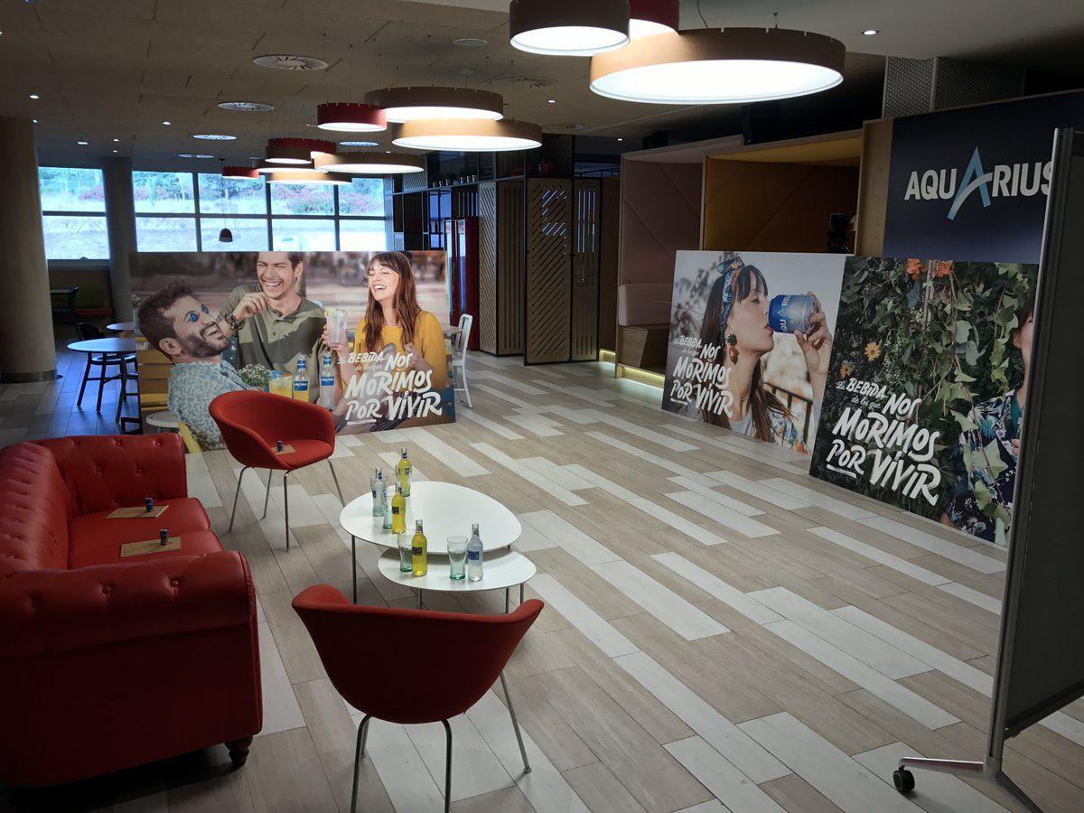 Sede de Aquarius CocaCola Esperando a los 5 emprendedores Senior #NosMorimosporVivir