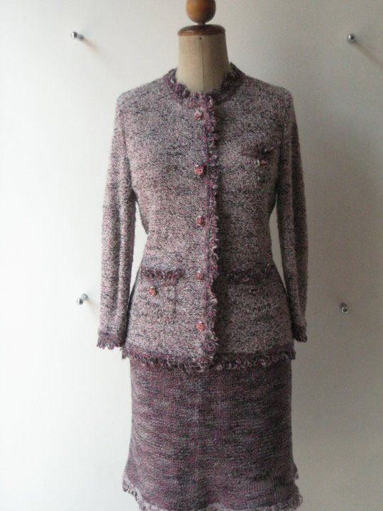 Tailleur chanel in lana sfumata con giacca e gonna rifiniti con bordo a frange ad anello