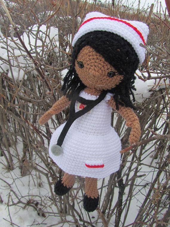 Muñeca enfermera de ganchillo con sombrero de por TheCrazyCuteShop ...