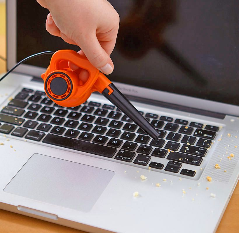 Tiny Leaf Blower Helps You Clear Crumbs From Your Desk And Keyboard Mini Desk Unique Gadgets Unusual Gadgets