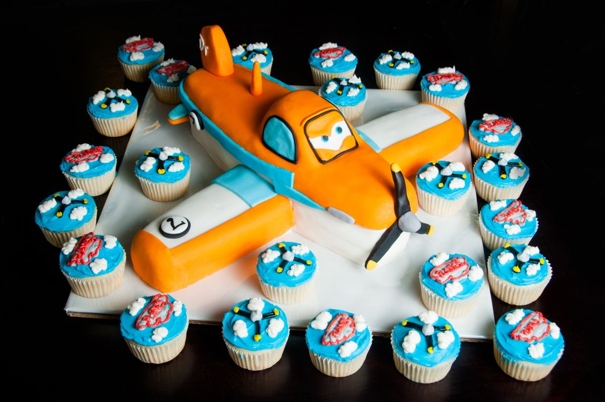Planes Cake And Cupcakes