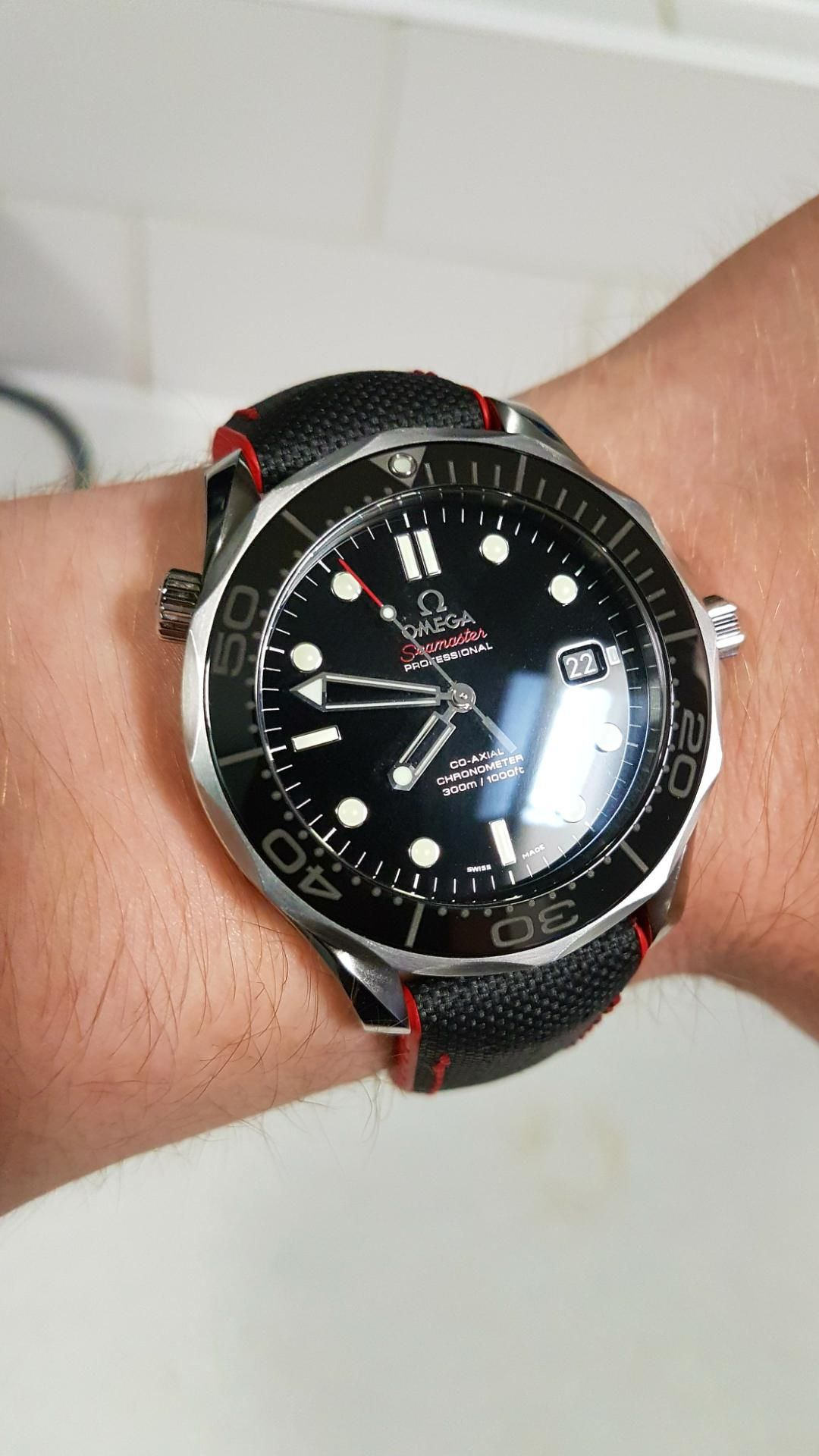 210325a05 [OMEGA] Hirsch strap looks like it was made for the SMP <3 Another happy  customer shows us his Omega Seamaster on a Hirsch Robby Performance strap,  ...