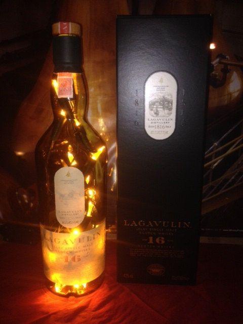 Lagavulin Single Malt Whisky Flasche mit LED von TaunusBottles