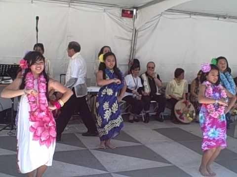 hawaiian hula dance (performed by kids) - YouTube