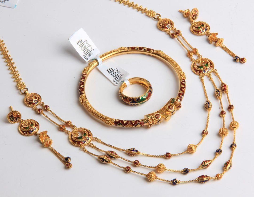 كولكشن العروس ٢٠١٩ ذهب عيار ٢١ متوفر بفرع بن خلدون بلازا بالدمام للطلب و التسعير او الأستفسار يرجى التواصل على الواتساب Gold Bracelet Gold Jewelry